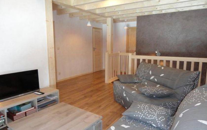 Location de vacances - Appartement à Les Gras - salon avec le télévision