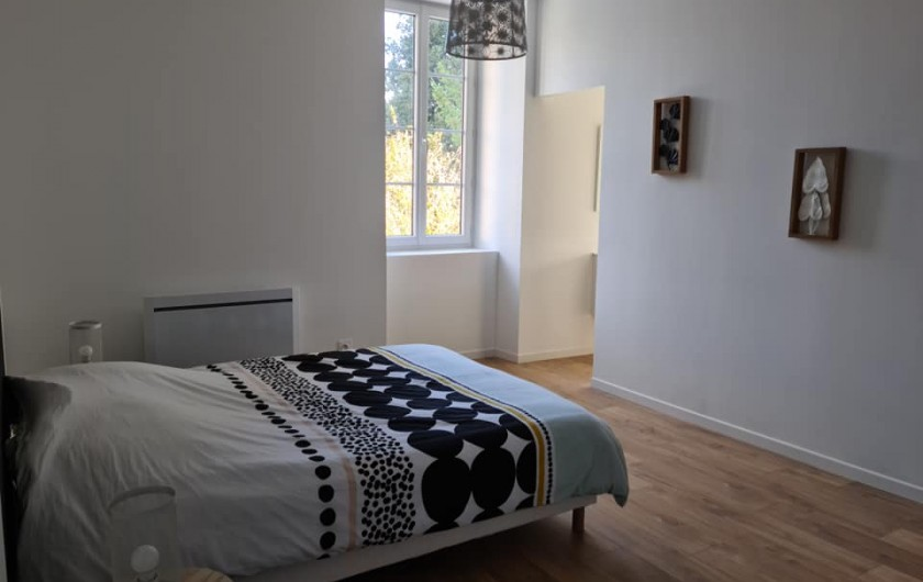 Location de vacances - Gîte à Bournezeau - Chambre pastel 1 lit double + 1 lit bébé
