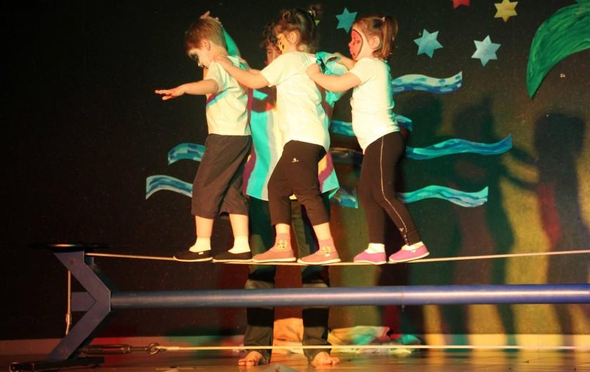 Location de vacances - Chalet à Senones - Vaste scène 100 m² pour le travail artistique - école du cirque sur place