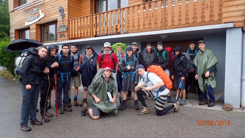 Voyage scolaire  - groupe au départ de la randonnée
