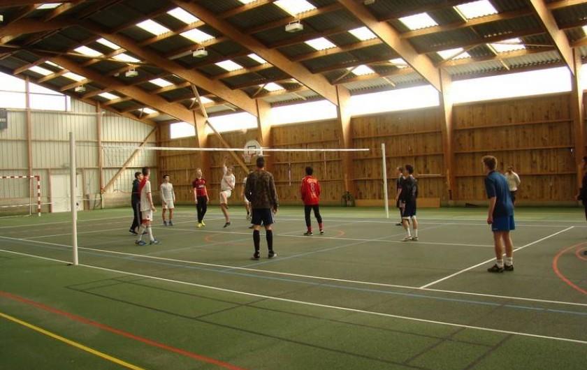 Location de vacances - Chalet à Senones - Equipe de Volley sur place dans le gymnase du Clos Malpré