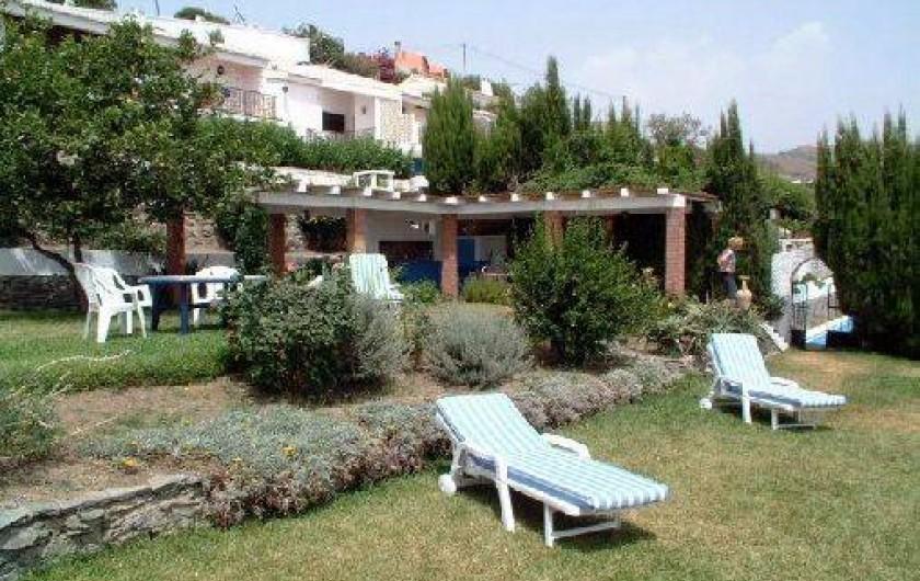 Location de vacances - Villa à Almuñécar - jardin avec coin repas