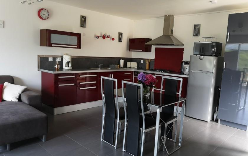 Location de vacances - Villa à Séchilienne - la cuisine toutes équipée