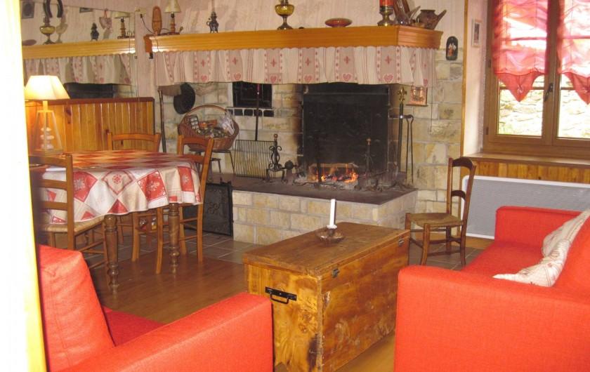 Location de vacances - Maison - Villa à Arrien-en-Bethmale - Salon, salle à manger.