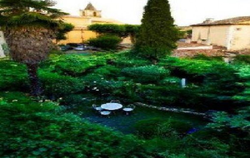 Location de vacances - Chambre d'hôtes à Riez - vue sur le jardin et le village