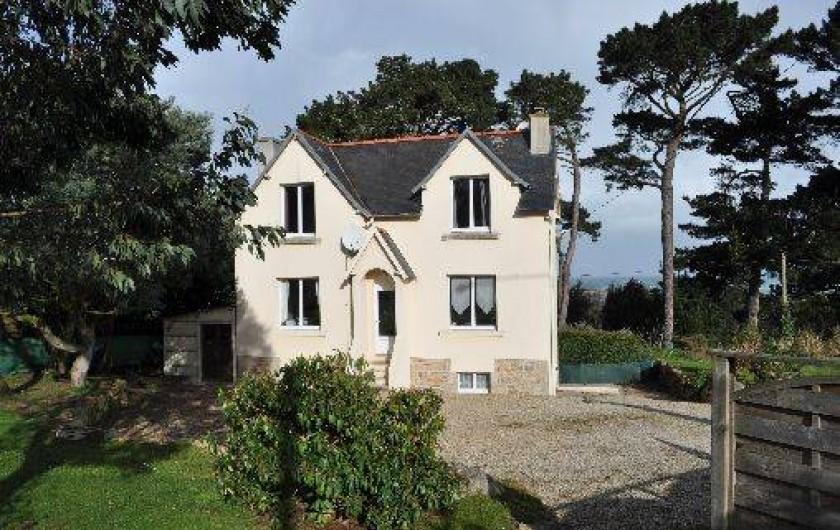 Location de vacances - Gîte à Penvénan - Maison vue du jardin