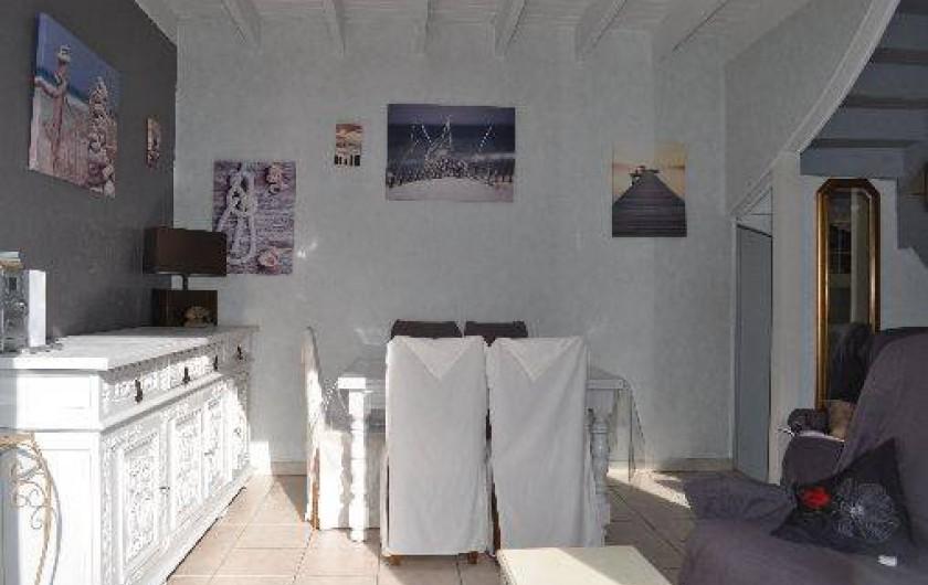 Location de vacances - Gîte à Penvénan - Salon/salle à manger vu de l'extérieur