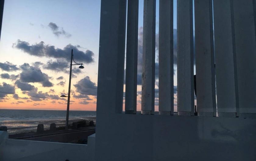 Location de vacances - Appartement à Pirou - coucher du soleil vue de la maison