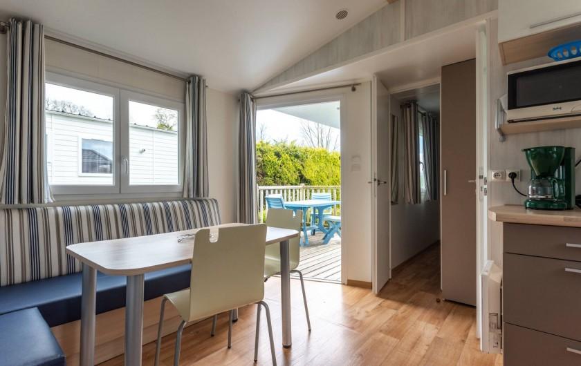 Location de vacances - Camping à Clohars-Carnoët - Salon Mobil-home 2 chambres