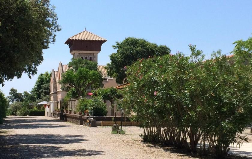 Location de vacances - Gîte à Vias - Domaine  La Gardie Cour commune