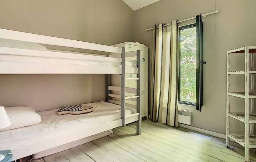 Location de vacances - Villa à Barbâtre - 3ème chambre avec lits simples superposés.