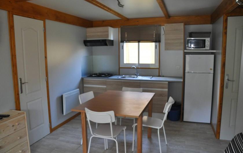 Location de vacances - Chalet à La Bréole - Chalet Vue intérieure Salon et Cuisine