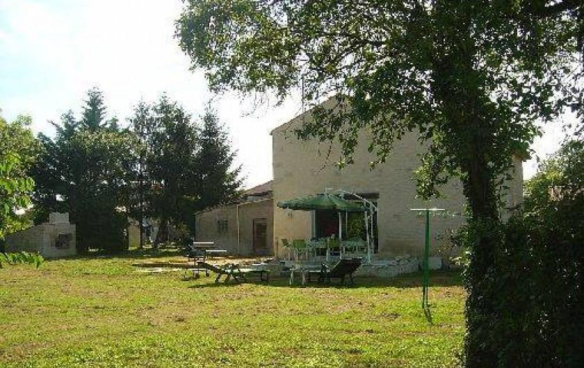 Location de vacances - Gîte à Bouillé-Courdault - Coté jardin