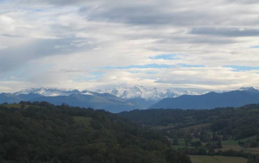 Location de vacances - Chambre d'hôtes à Monein - La vue sur les Pyrénées