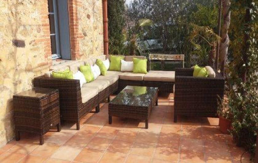 Location de vacances - Chambre d'hôtes à Camélas - Terrasse commune avec salon jardin
