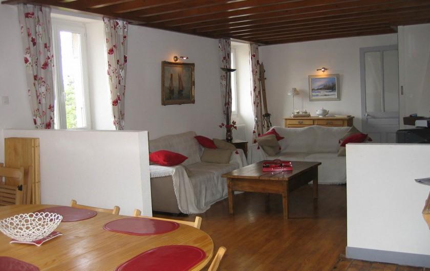 Location de vacances - Gîte à Malbuisson - salon et cuisine gite 8 personnes