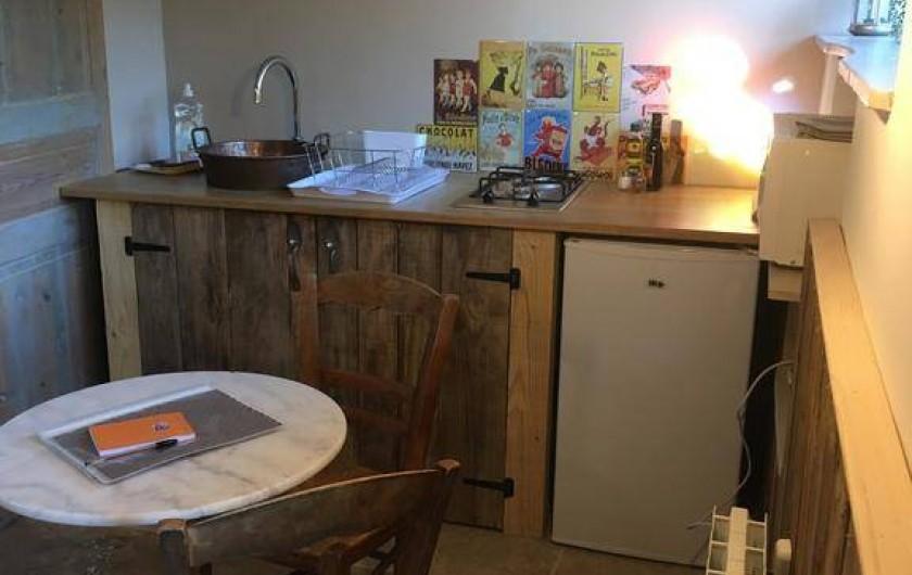Location de vacances - Chambre d'hôtes à Tour-de-Faure - Chambre double avec kitchenette