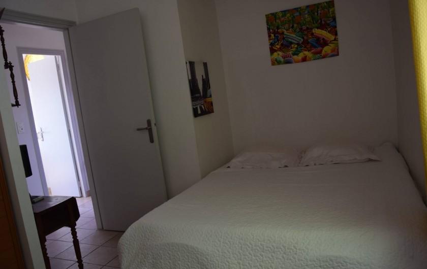Location de vacances - Villa à Antibes - chambre 3 avec ventilateur plafond