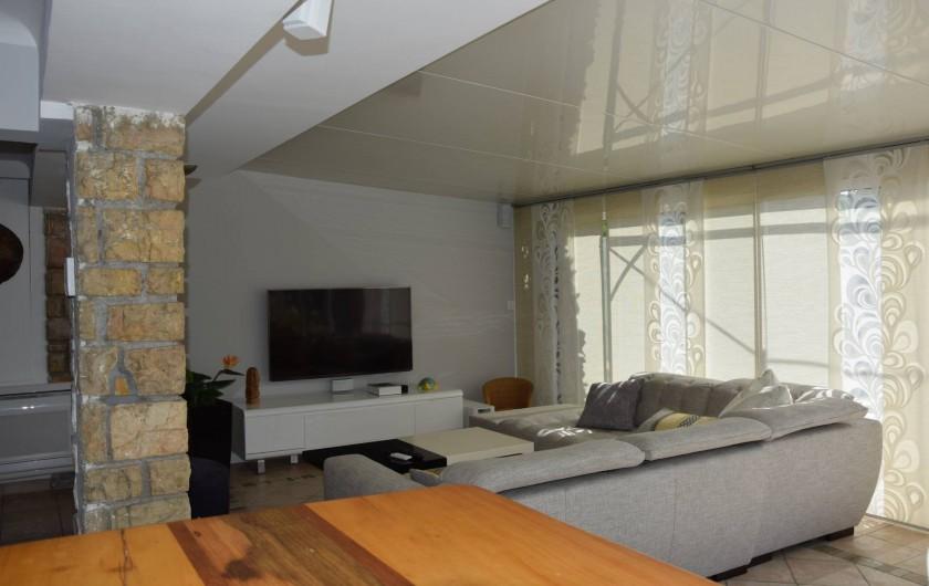 Location de vacances - Villa à Antibes - grand canapé pour grand écran tv