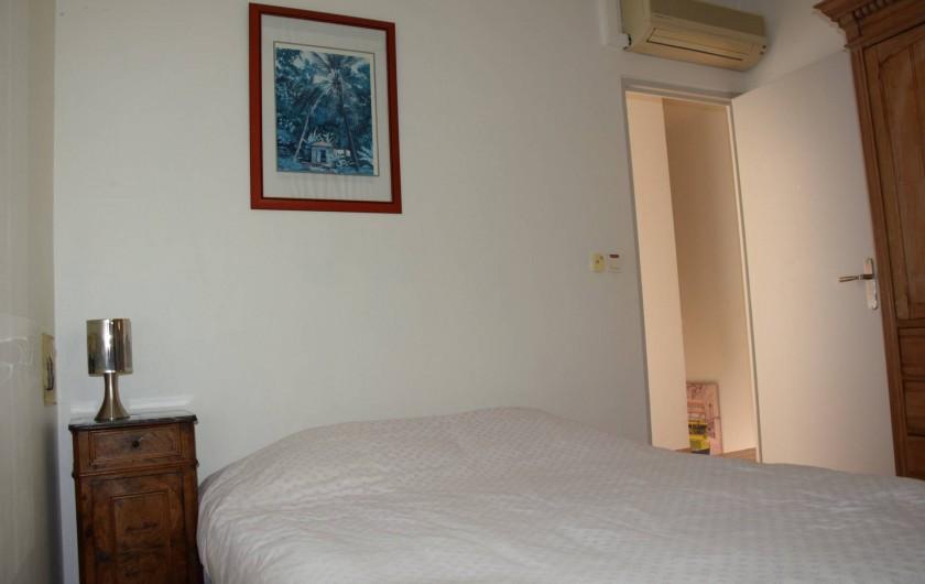 Location de vacances - Villa à Antibes - chambre 1 climatisée