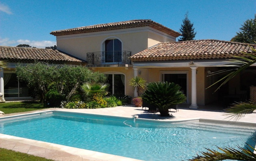 Location de vacances - Villa à Mougins - VUE EXTERIEURE VILLA