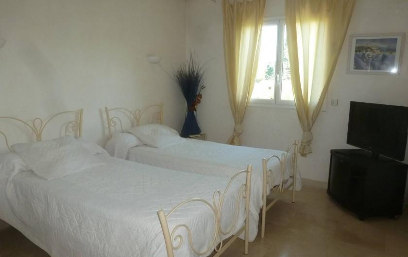 Location de vacances - Villa à Mougins - CHAMBRE REZ DE CHAUSSEE LITS EN 90