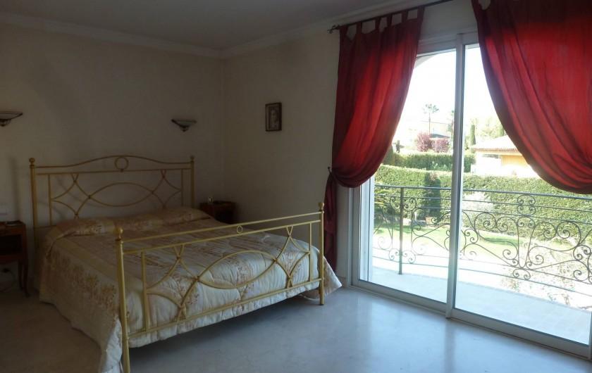 Location de vacances - Villa à Mougins - CHAMBRE DE MAITRE LIT EN 160 A L'ETAGE