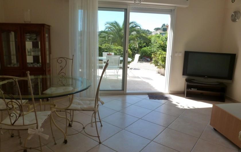 Location de vacances - Villa à Mougins - REZ DE JARDIN VILLA SEJOUR SALON