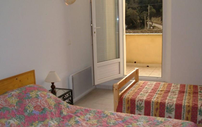 Location de vacances - Gîte à Saint-Romain-en-Viennois - Chambre étage Gite 1 donnant sur une terrasse avec 1 lit de 140 + 1 lit de 90