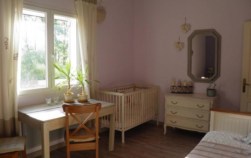 Location de vacances - Villa à Saint-Michel-d'Euzet - Coin lit bébé