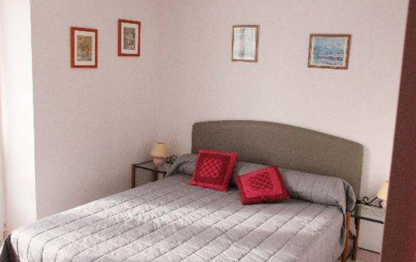 Location de vacances - Gîte à Bénodet - La chambre avec un lit de 160X200