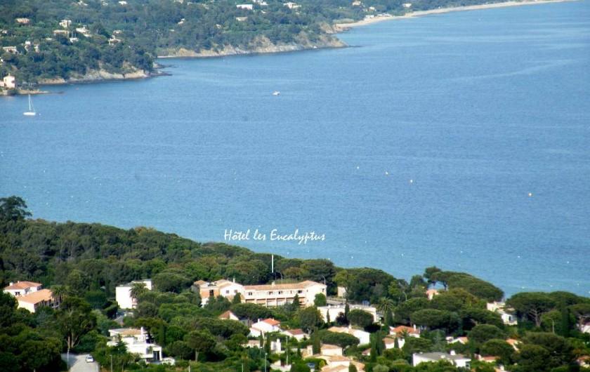 Location de vacances - Studio à Cavalaire-sur-Mer - L'Hôtel au cœur de la baie de Cavalaire