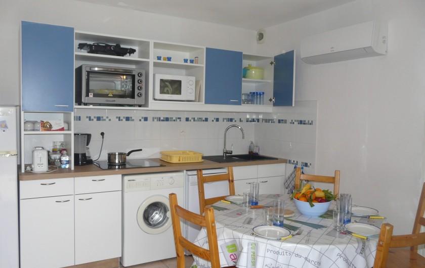 Location de vacances - Villa à Vaison-la-Romaine - la cuisine équipée, 2 fours et plaque 3 feux à induction