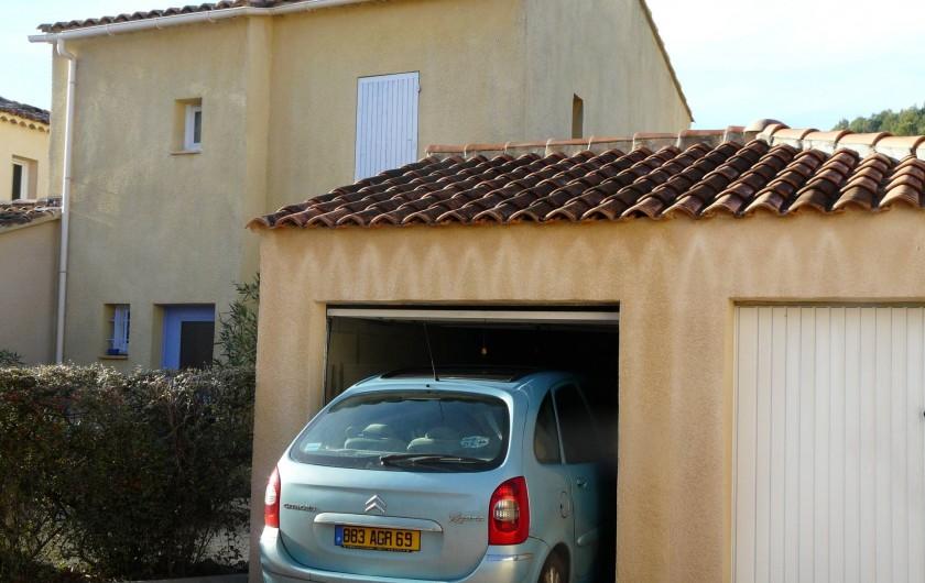 Location de vacances - Villa à Vaison-la-Romaine - le garage pour véhicule de largeur 2m hauteur 1.90m