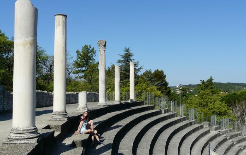 Location de vacances - Villa à Vaison-la-Romaine - le théâtre antique romain avec une contenance de 7000 places