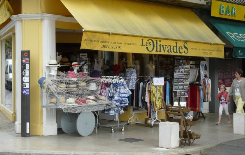 Location de vacances - Villa à Vaison-la-Romaine - une des multiples boutiques Provençales