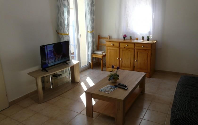 Location de vacances - Villa à Vaison-la-Romaine - séjour équipé télévision écran plat et box internet fibre haut débit