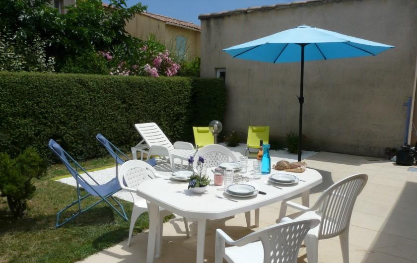 Location de vacances - Villa à Vaison-la-Romaine - la terrasse avec son mobilier de jardin