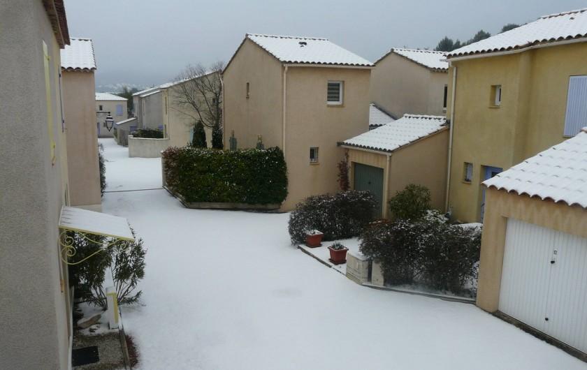 Location de vacances - Villa à Vaison-la-Romaine - L'accès de la maison en hiver pour ceux qui veulent skier au pied du Ventoux .
