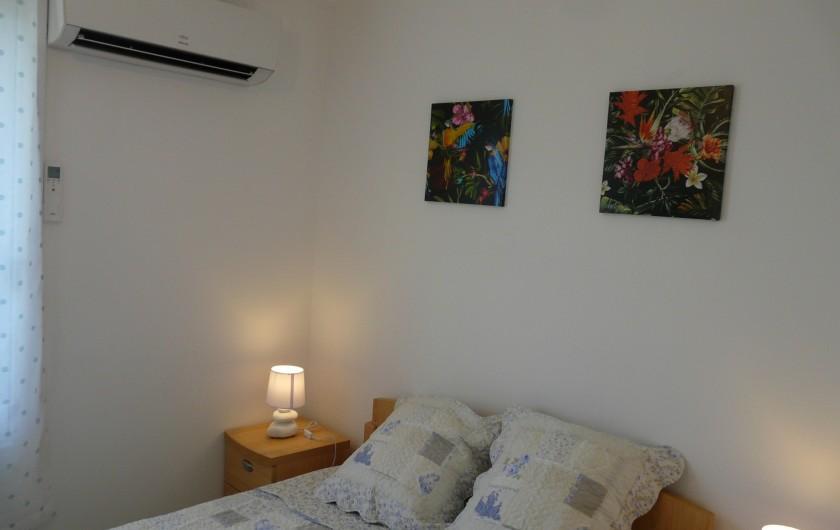 Location de vacances - Villa à Vaison-la-Romaine - chambre parentale climatisée