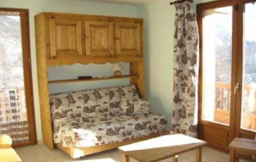 Location de vacances - Chalet à Saint-Jean-d'Arves - Le coin salon au premier étage