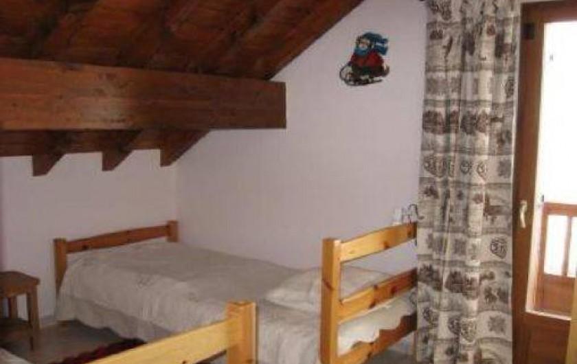 Location de vacances - Chalet à Saint-Jean-d'Arves - La chambre