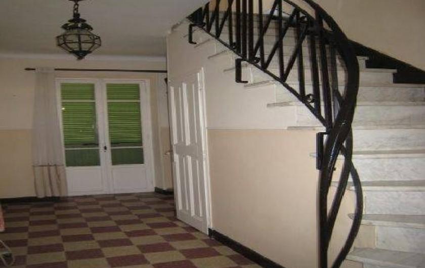 Location de vacances - Maison - Villa à Berre-les-Alpes - escalier intérieur