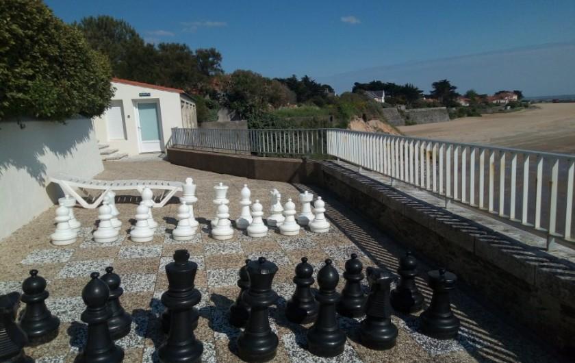 Location de vacances - Appartement à La Bernerie-en-Retz - Terrasse face mer aménagée d'un jeu d'échec géant