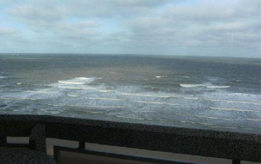 Location de vacances - Appartement à Ostende - Séjour avec vue panoramique sur la mer (terrasse spacieuse)