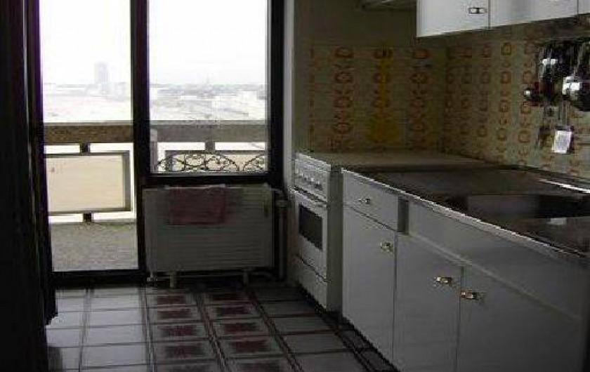 Location de vacances - Appartement à Ostende - Cuisine équipée avec Lave-Vaiss. Four, Micro-Onde, Grand Frigo, Senseo