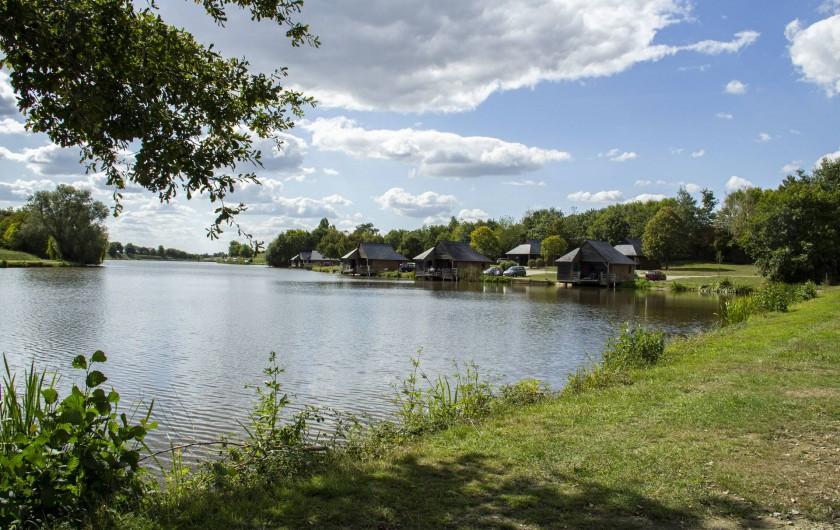 Location de vacances - Chalet à Villiers-Charlemagne - Vue sur les chalets