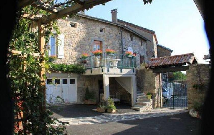 Location de vacances - Gîte à Rochepaule - entrée du gite