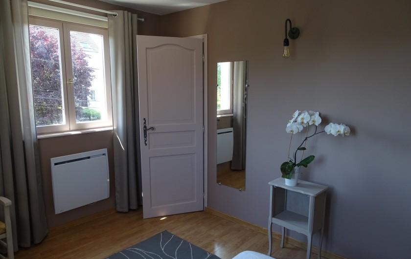 Location de vacances - Gîte à Ladoix-Serrigny - chambre étage
