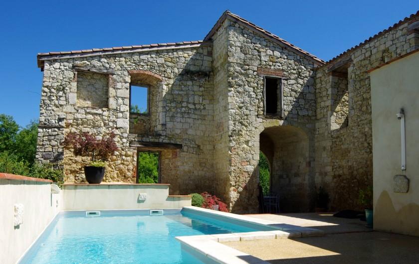 Location de vacances - Villa à Maubec - Piscine chauffée et ensoleillée sécurisée et privative